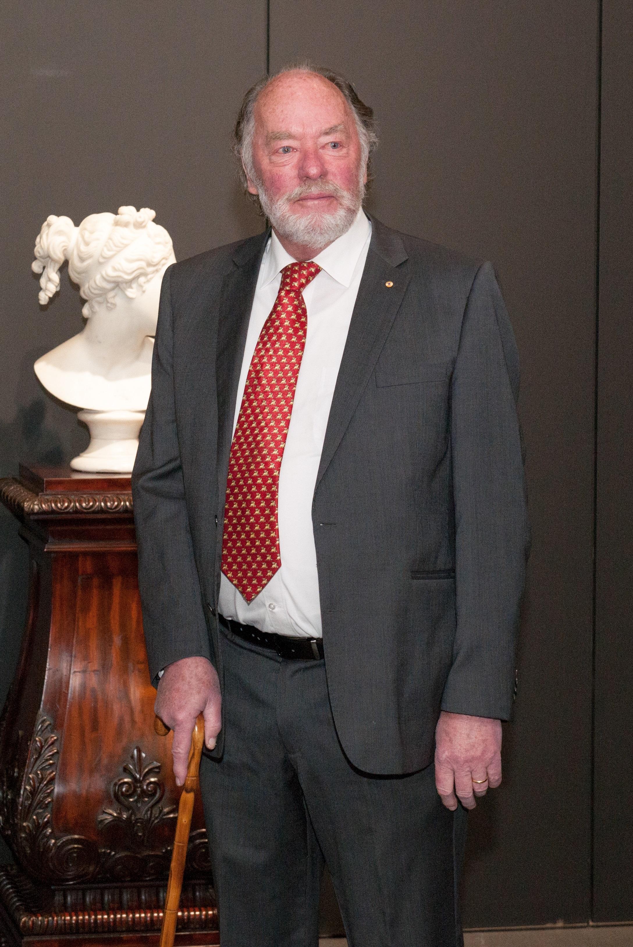 Robert (asst. dir.) with frame